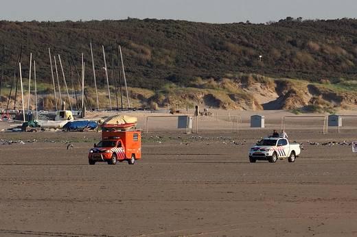 Catamaran Met Twee Opvarenden Gered Voor De Kust Van IJmuiden